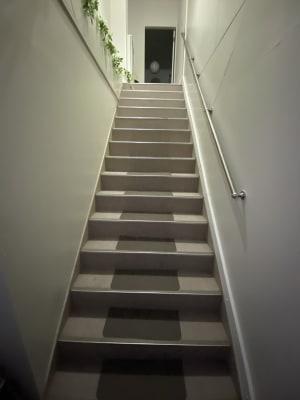 階段がございます - ハト薬局 michihiraki  の入口の写真