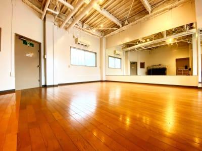 フロア - HERO STUDIO ダンス、ヨガスタジオの室内の写真