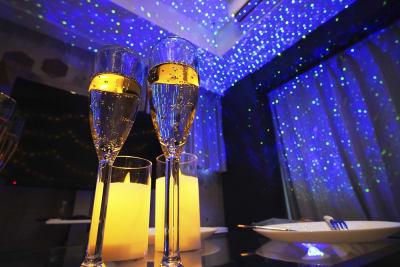 シャンパングラスやキャンドルライトもあって雰囲気もでます✨ - 渋谷 道玄坂ルーム おうちスペース 32の室内の写真