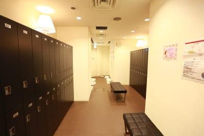 シャワーロッカールーム - Bike&Run トレーニングスペースの設備の写真
