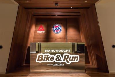 ランニングステーション MARUNOUCHI Bike&Run受付 - Bike&Run トレーニングスペースの外観の写真