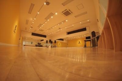 スタジオホール入口 - wi-fi、更衣室、待合室完備の室内の写真
