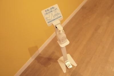 アルコール消毒液完備 - wi-fi、更衣室、待合室完備の設備の写真