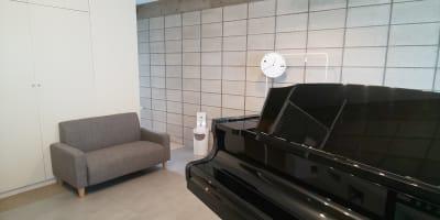 2人掛けのミニソファがあります。 - ArtStudio326 グランドピアノ完備スタジオの室内の写真