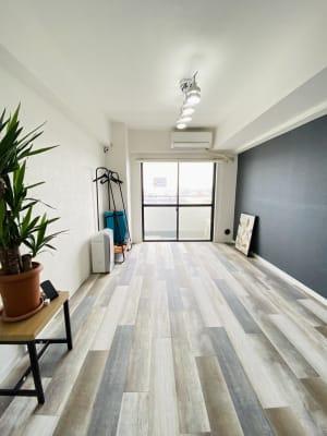 施術ベッドの持ち込みも可能 - フレックス藤沢鵠沼店 多目的スペース・貸し会議室の室内の写真