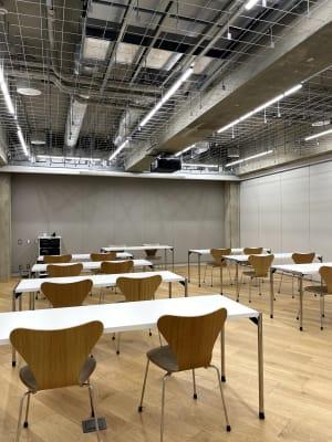 セミナールーム1 プロジェクターは天井にございます。 - ルーフラッグ賃貸住宅未来展示場 3階セミナールーム①の室内の写真