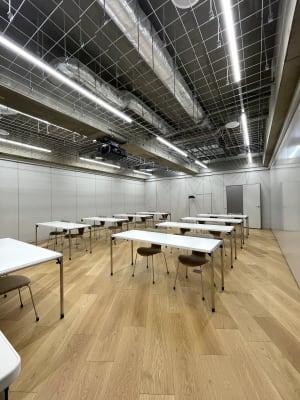 セミナールーム1 机の数・椅子の数を増やしたい場合はご相談ください。 - ルーフラッグ賃貸住宅未来展示場 3階セミナールーム①の室内の写真