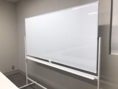 ホワイトボード1台無料 - ルーフラッグ賃貸住宅未来展示場 3階 ミーティングルームの設備の写真