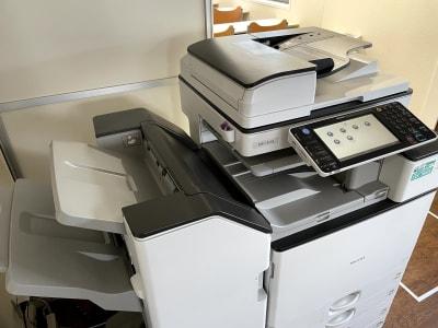 コピー機があります。使いたい方はご相談ください。 - べレオ和歌山駅東 貸し会議室・多目的スペースの設備の写真