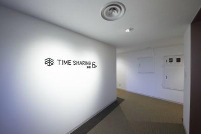TIME SHARING新宿 テレワークブースの入口の写真