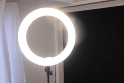 大型LEDリングライト。動画にも便利です - スタジオcoco+(ココプラス)の設備の写真