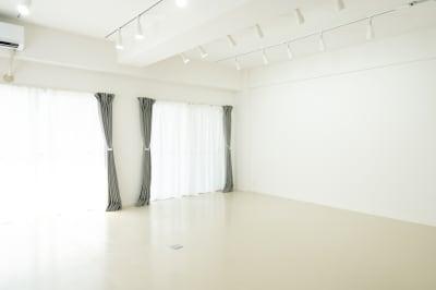 西小山駅徒歩1分の白壁、天井高2.5mの撮影スタジオです。 - jaru studioの室内の写真