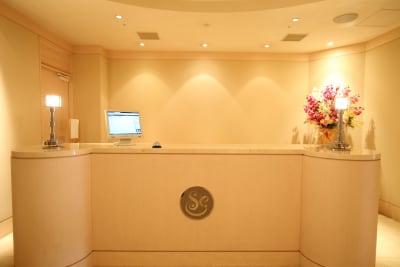 受付カウンター - ステラコート 神戸三宮 ステラカンファレンスルームの入口の写真