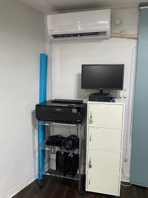 モニターやTVの貸し出しもあります。 - STUDIO AIR-KOBE- 神戸最安レンタルスタジオ!!の室内の写真