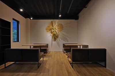 Nable Studio カフェスペースの室内の写真