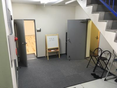 YKAダンススタジオ YKAダンススタジオ(各種ダンス、ヨガに最適)の入口の写真