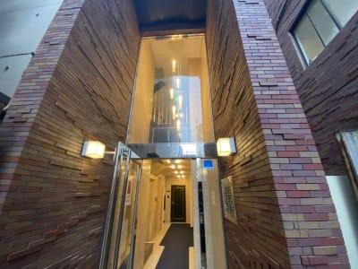 おしゃれなレンガ造りとなっております◎ - レンタルスタジオMU'S心斎橋 レンタルスタジオMU'S心斎橋店の入口の写真