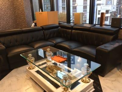 ソファーでくつろげるスペースもあります。 - カラオケ、レンタルオフィスJin 会議室、打ち上げの設備の写真