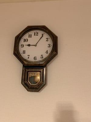 時計もあるので終了時刻も確認できます。 - なんばWestの設備の写真