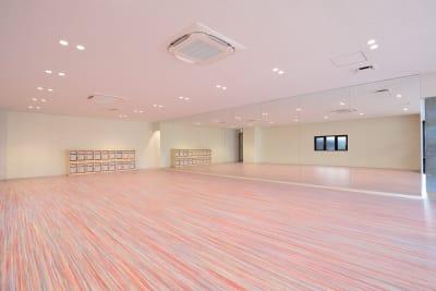ダンススタジオ利用の方向け - ジョイクランド保育園 レンタル多目的スタジオ・スペースの室内の写真