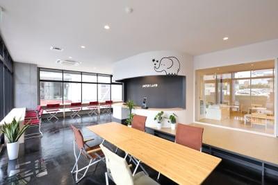 コワーキングスペース利用の方向け① - ジョイクランド保育園 レンタル多目的スタジオ・スペースの室内の写真