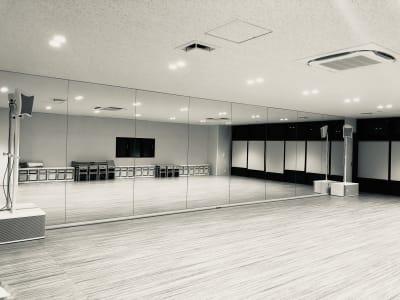 ダンススタジオ利用の方向け② 最新スピーカーを設置しております。※スピーカーには触れないようお願いします。 - ジョイクランド保育園 レンタル多目的スタジオ・スペースの設備の写真