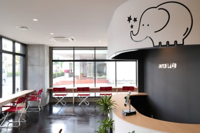 コワーキングスペース利用の方向け② - ジョイクランド保育園 レンタル多目的スタジオ・スペースの室内の写真