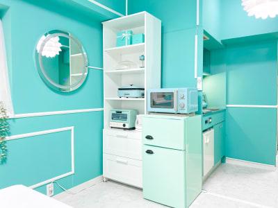 冷蔵庫、電子レンジ、食器類 - H.R.S.O 大須ティーブルー Heavenly 大須ブルーの室内の写真