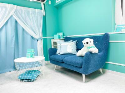 2人がけソファーです(^^) - H.R.S.O 大須ティーブルー Heavenly 大須ブルーの室内の写真