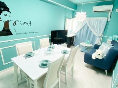 ティファニーブルー調のお部屋になります(^^) - H.R.S.O 大須ティーブルー Heavenly 大須ブルーの室内の写真
