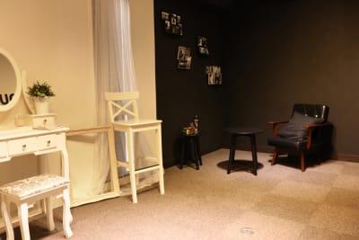 ホワイトとブラックの2つの雰囲気が楽しめます♪ - 大手町スペースブリッド ★撮影スタジオ(6名)5Dの室内の写真