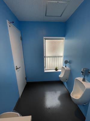 男子トイレ - 紅花会館レンタルスペース 屋上スペースBBQ可能の室内の写真
