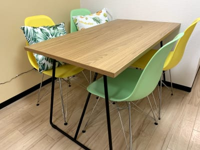 4人掛けテーブル - まちの会議室★東中野 リクライニングチェア★シトラスの室内の写真
