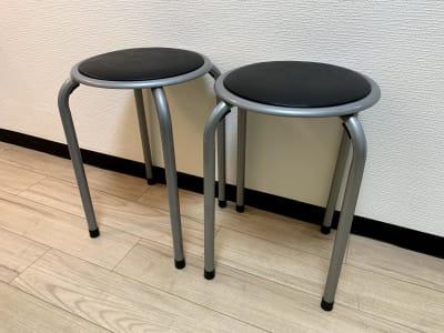 予備の丸椅子 - まちの会議室★東中野 リクライニングチェア★シトラスの室内の写真