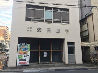 このビルの4階です。 右手のドアから中へ、階段で4階へ。 - アーバンスペース雷門 雷門三 my officeの室内の写真