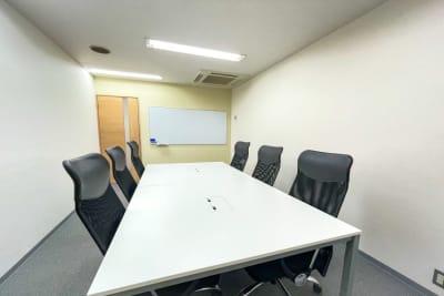 6名用 - 谷町四丁目駅の6名用会議室 6名用会議室の室内の写真