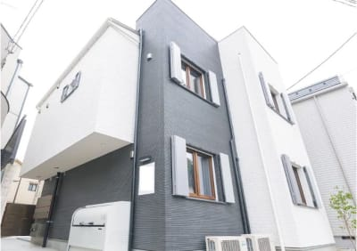 黒色と白色のモノトーンのシンプルモダンな外観です - ヒカリオ新宿 ワークスペース 101の外観の写真