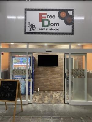 入口 - レンタルスタジオFreeDom FreeDom 1階スタジオの入口の写真