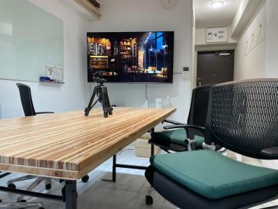 プラスペ新宿西口 動画撮影/会議 新宿駅すぐ 動画撮影・貸し会議室の室内の写真
