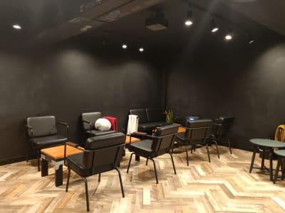 スペースの内観。壁は黒板 - レンタルスペース:Cafe LA カフェスペースの室内の写真