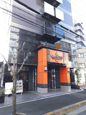 アパホテル新大阪駅南の目の前です。 - エニタイムスペース新大阪 【BLUEルーム】格安貸し会議室の室内の写真