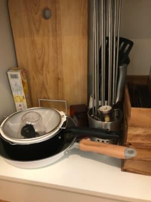 フライパンやお鍋、お箸やフォークナイフなどの什器のご用意もございます。 - RIVERSUITES 多目的スペース【3F】の設備の写真