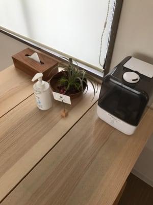 お部屋には加湿器も空気清浄機もご用意がございます。 - RIVERSUITES 多目的スペース【3F】の設備の写真