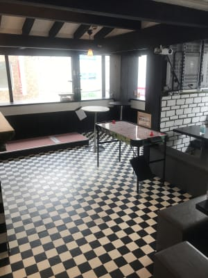 広々としたメインスペース  - アミューズメントスペース +Bの室内の写真