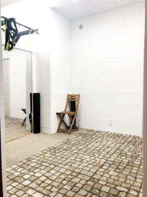 個室タイプのトレーニングスペース - トレーニングスペースの室内の写真