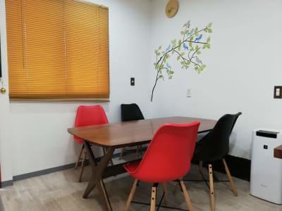 120cmX90cmのダイニングテーブル  - カフェ マテリオライフ 貸切カフェ・飲食店の室内の写真