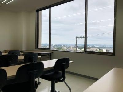 キャピタル中山 2-B会議室の室内の写真