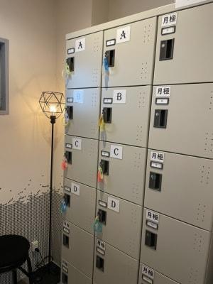 ロッカー完備 - レンタルサロン ハコガシ A号室の設備の写真
