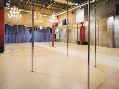 Aスタジオ、天吊り可能、ポール取り外し可能 - ポールダンススタジオUMBER スタジオA,Bの室内の写真