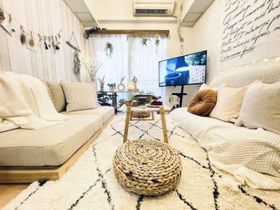 プライベートカフェのような空間です☕ ごゆっくりお過ごしください♡ - SMILE+パラム天王寺 パーティスペースの室内の写真